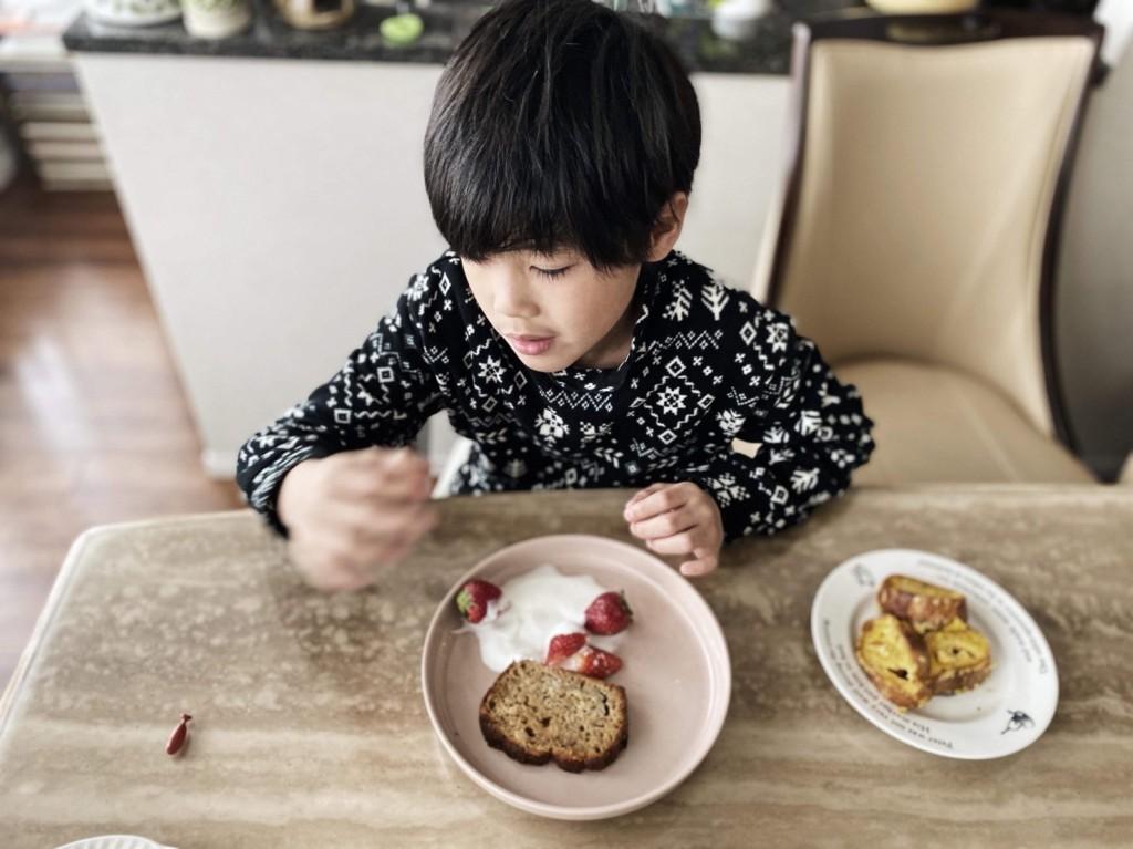 Miniware 天然竹纖維兒童學習餐具 麵包盤組-鮭魚貝果  美國最大綠設計雜誌Inhabitat推薦 榮獲《2017中國好設計》兒童餐具類 金獎殊榮 美國FDA及德國LFGB安心認證 100%天然無毒,不含PVC及BPA 耐熱140度,可微波、洗碗機清洗 可拆脫防滑吸盤,輔助幼兒學習吃飯 可完美堆疊,省空間好收納 內壁略帶直角設計,方便學習中的寶寶挖取食物